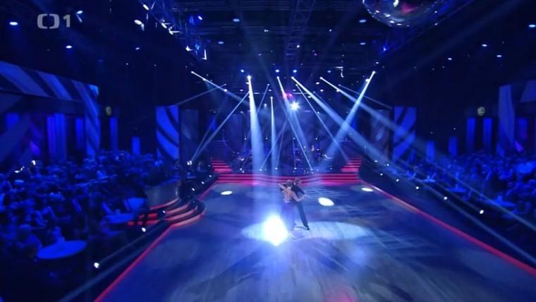 Zpěvačka Leona Machálková tančí jako za mlada.